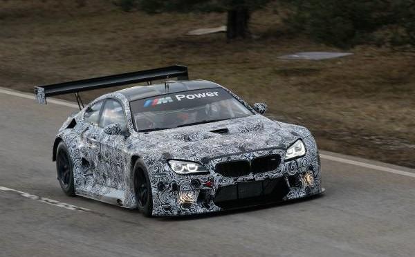 Roll-out: Jörg Müller absolviert die ersten Meter im neuen BMW M6 GT3